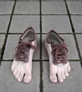 Koleksi Sepatu Unik dan aneh
