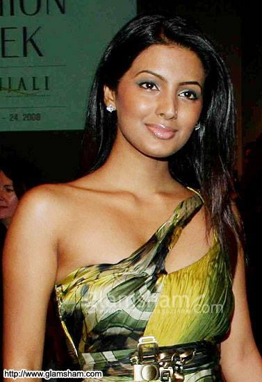 Geeta Basra hot image, Geeta Basra in sexy gown, wife of harbhajan singh