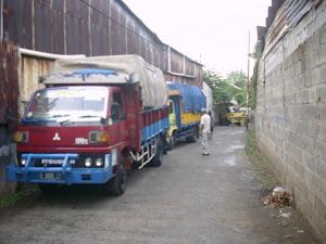 9 truk Pengiriman barang