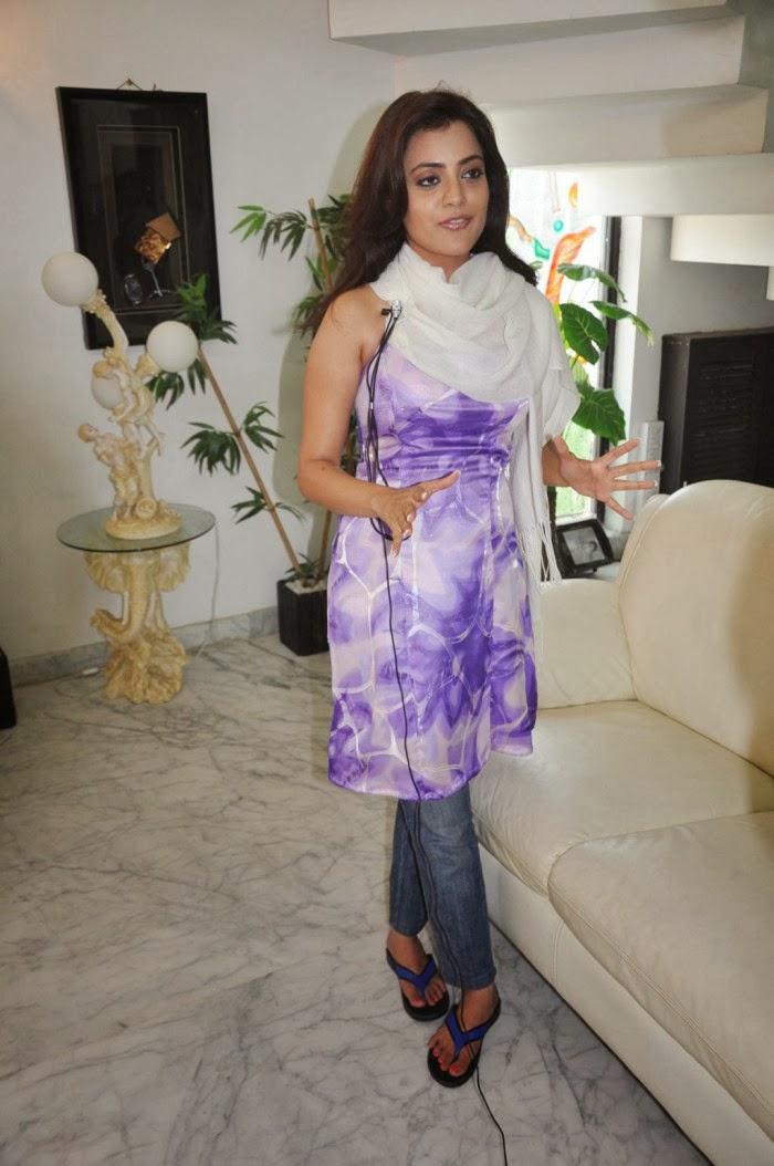 Nisha Aggarwal Hot Big Boobs cleavge photos pics