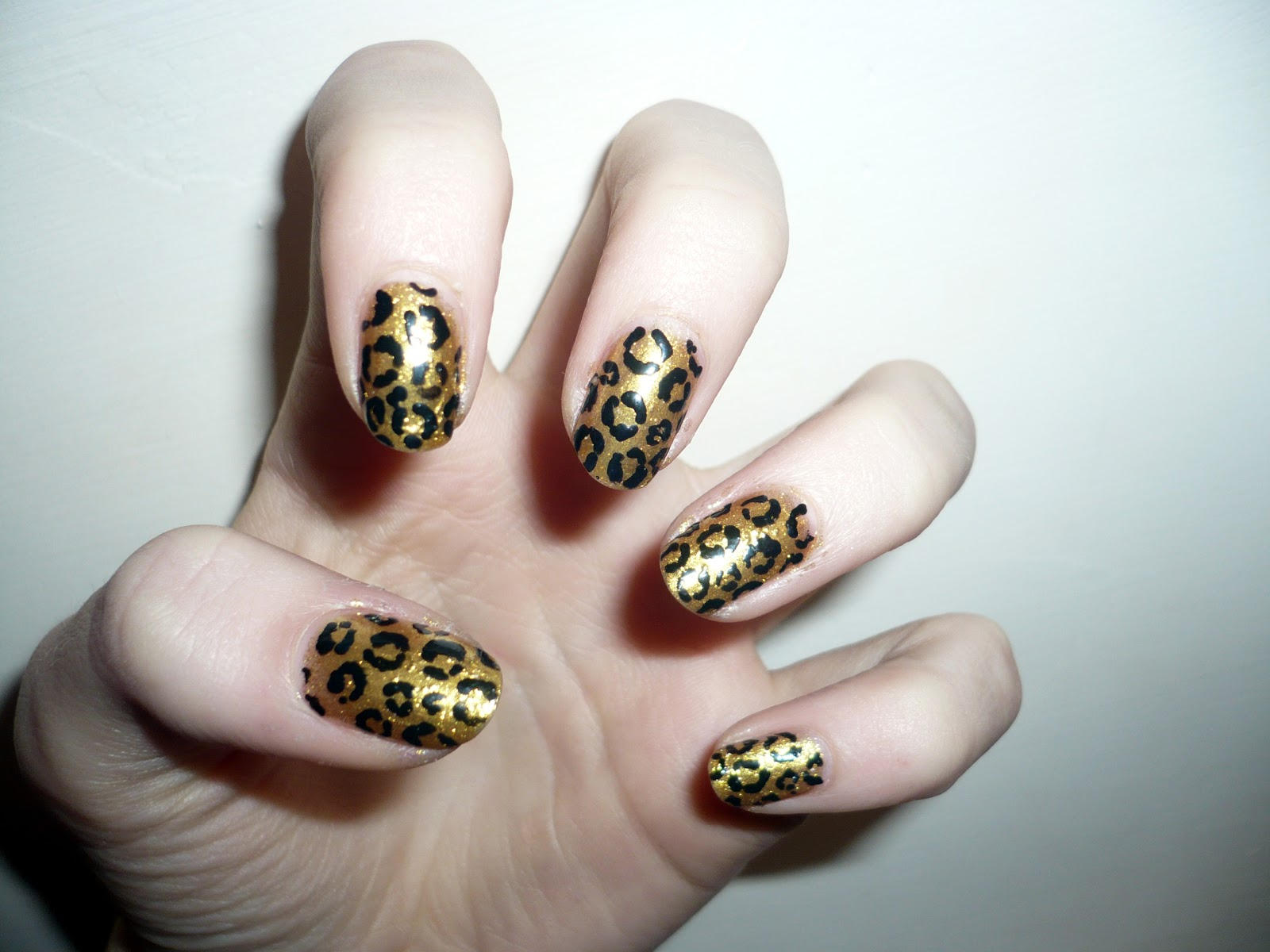 Fashion | a fashion, style and beauty blog: Gold leopard nail art