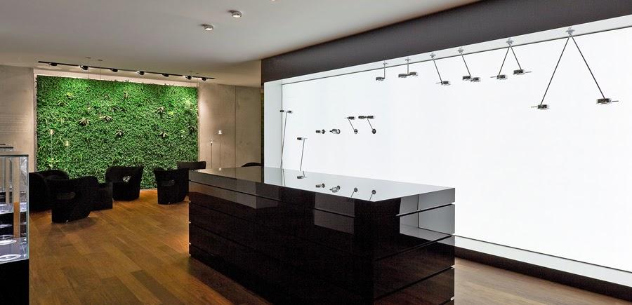 gr ne wand und wasserwand bei der adac zentrale in m nchen. Black Bedroom Furniture Sets. Home Design Ideas