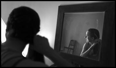 Portret nadziei. Dziewczyna przed lustrem. fot. Łukasz Cyrus, Ruda Śląska