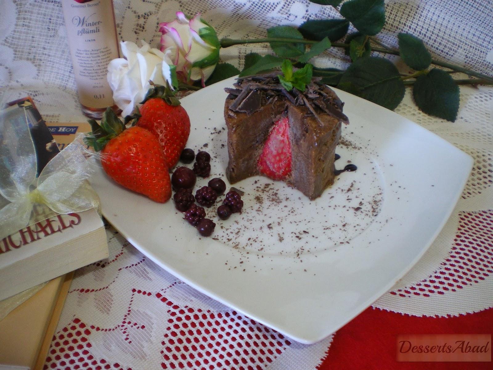 Mousse de chocolate relleno de fresa