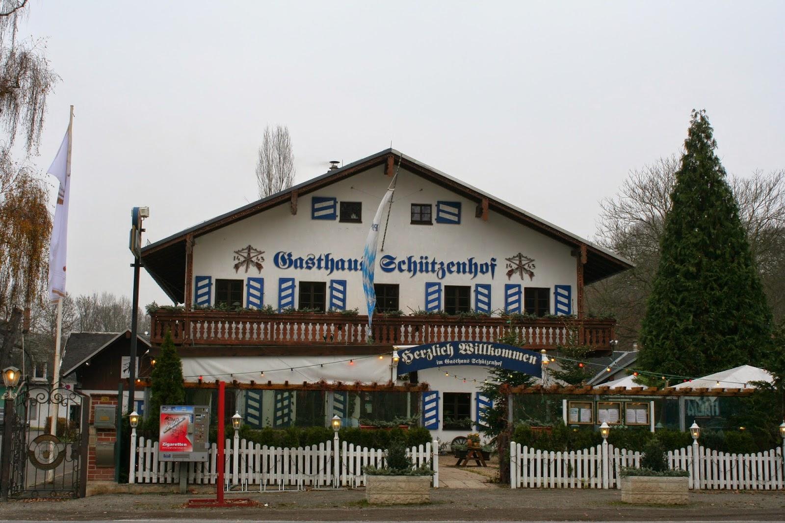 """Das Gebäude des heutigen """"Gasthaus Schützenhof"""" wurde 1919 bis 1921 errichtet und ist in der Hans-Driesch-Straße 2b zu finden"""