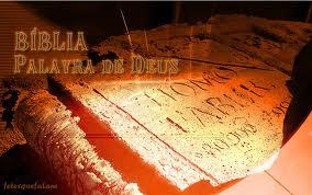 ... A BÍBLIA É O FENÔMENO EXPLICÁVEL APENAS DE UM MODO – ELA É A PALAVRA DE DEUS...