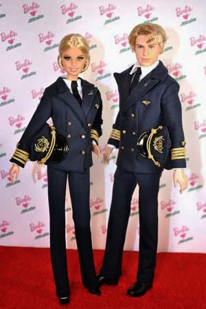 Muñecos Barbie con uniforme de Alitalia