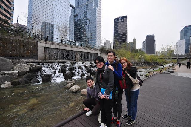 cheonggycheon stream seoul