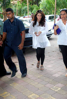 Aishwarya, Rishi Kapoor and Arjun Rampal at Ashok Mehta's prayer meet