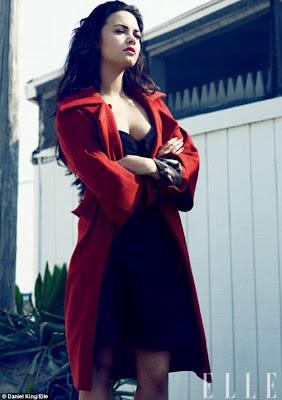 sexy demi lovato en un saco rojo en elle 2011