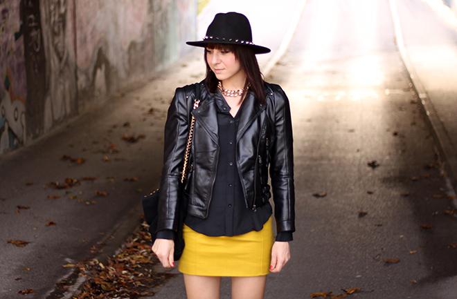 outfit-trend-fashionblogger-herbstoutfit-winteroutfit-marcopolo-rock-gelb-lederjacke-zara-seidenbluse-pumps-buffalo-sarenza