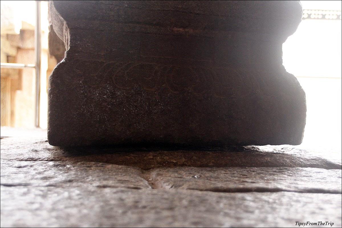 bottom of hanging pillar, Lepakshi