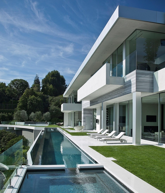 Long swimming pool and back facade of modern home in Los Angeles