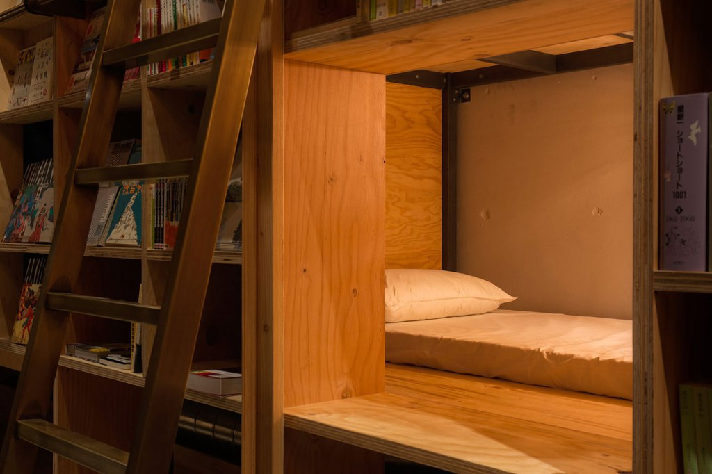 07-Architecture-in-the-Book-and-Bed-in-Tokyo-www-designstack-co