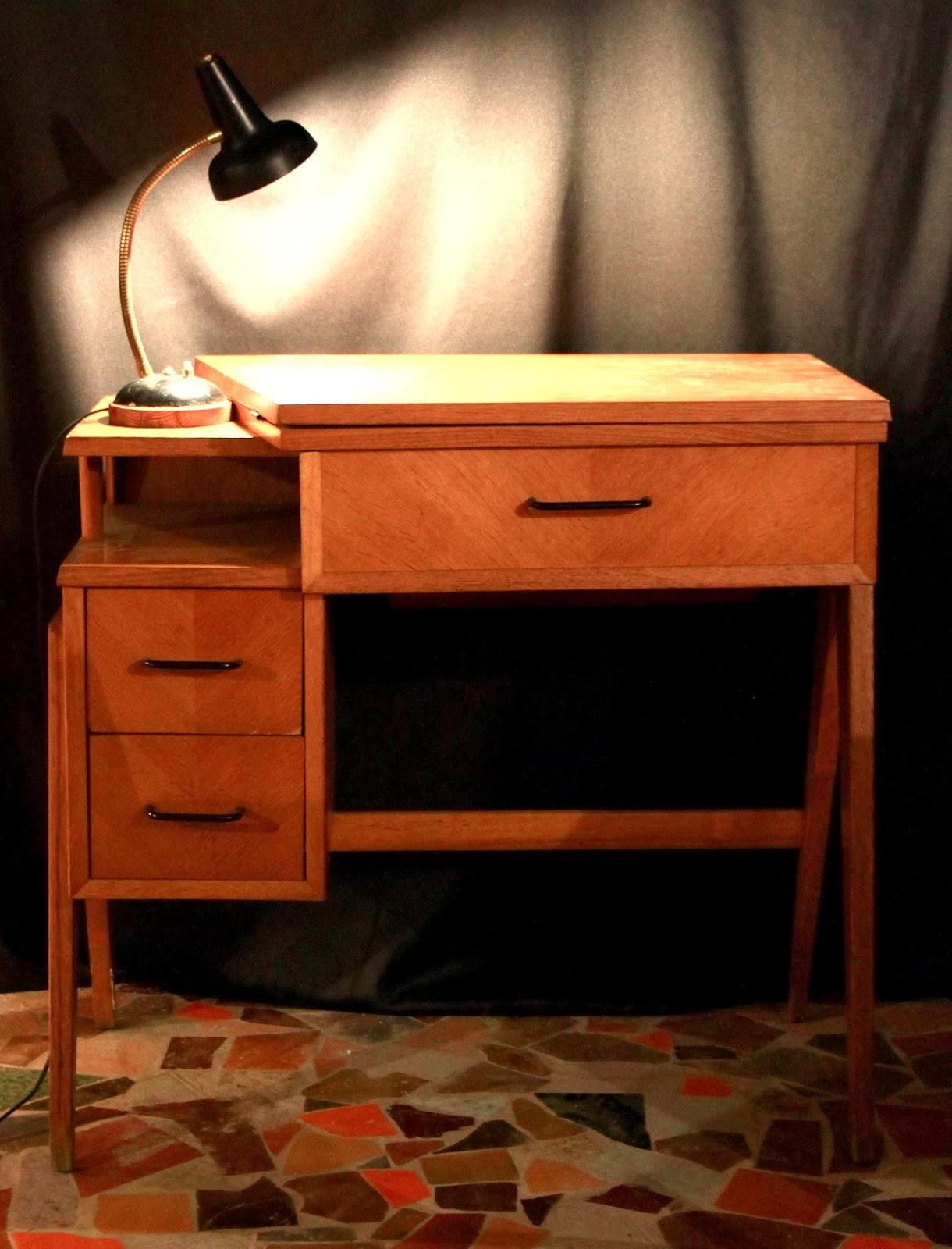 chicbaazar objets vintage 50 60 70 bureau machine coudre singer vintage. Black Bedroom Furniture Sets. Home Design Ideas