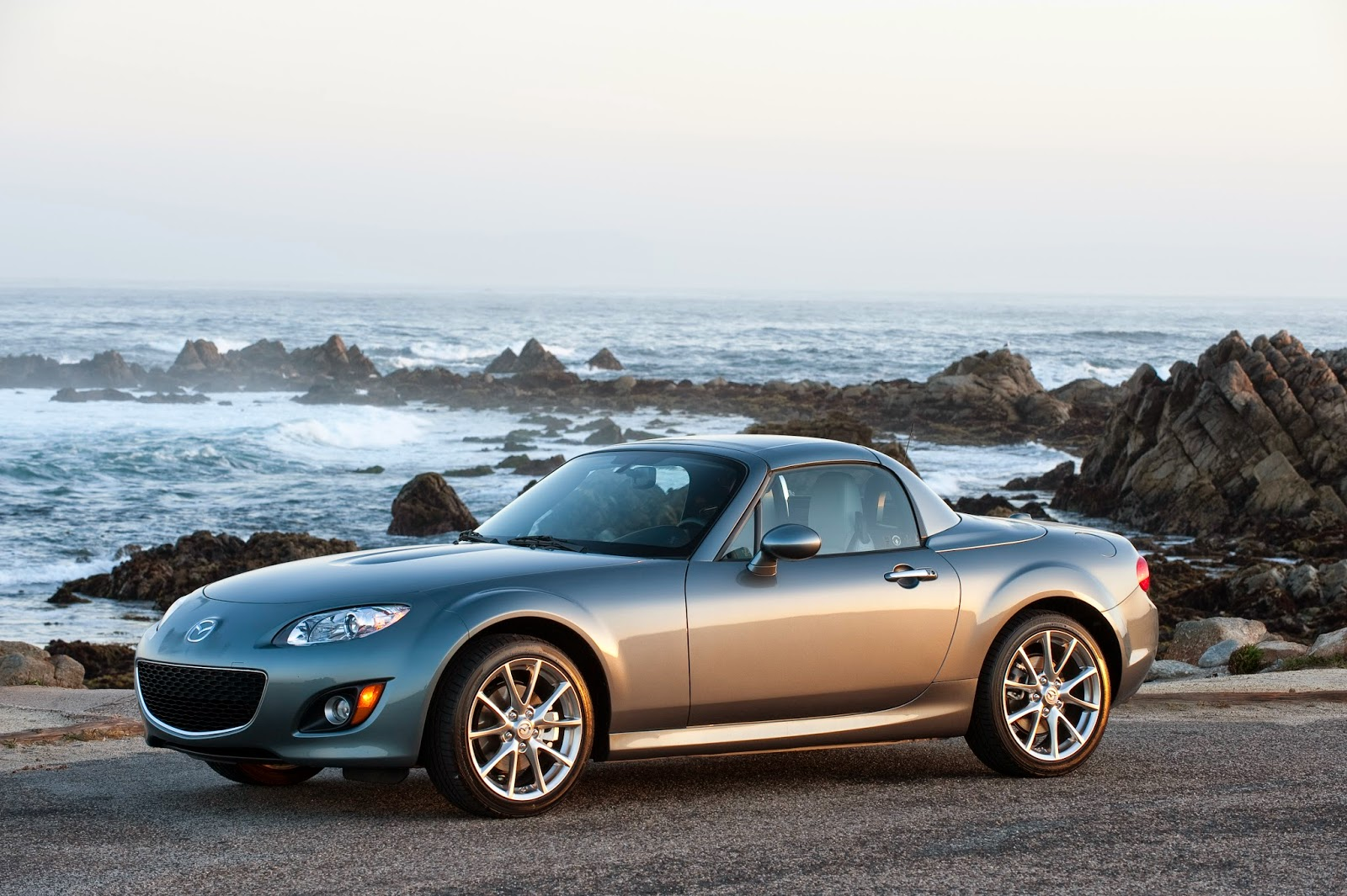 Front 3/4 view of 2015 Mazda MX-5 Miata Grand Touring PRHT
