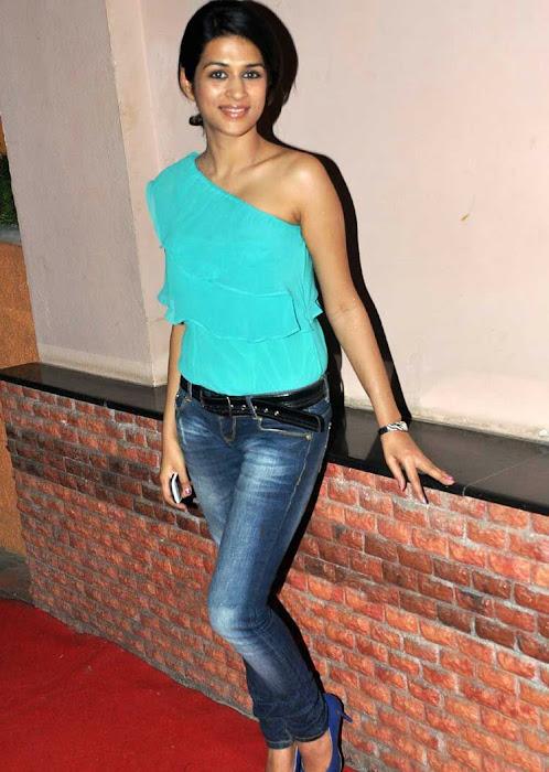shraddha das stylish in jeans photo gallery