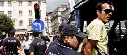 Protestos - Portugal: Polícia detém três pessoas e acaba com acampamento no Rossio