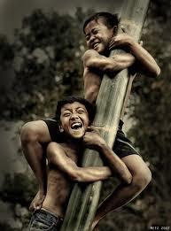 Sejarah Permainan Traditional Panjat Pinang