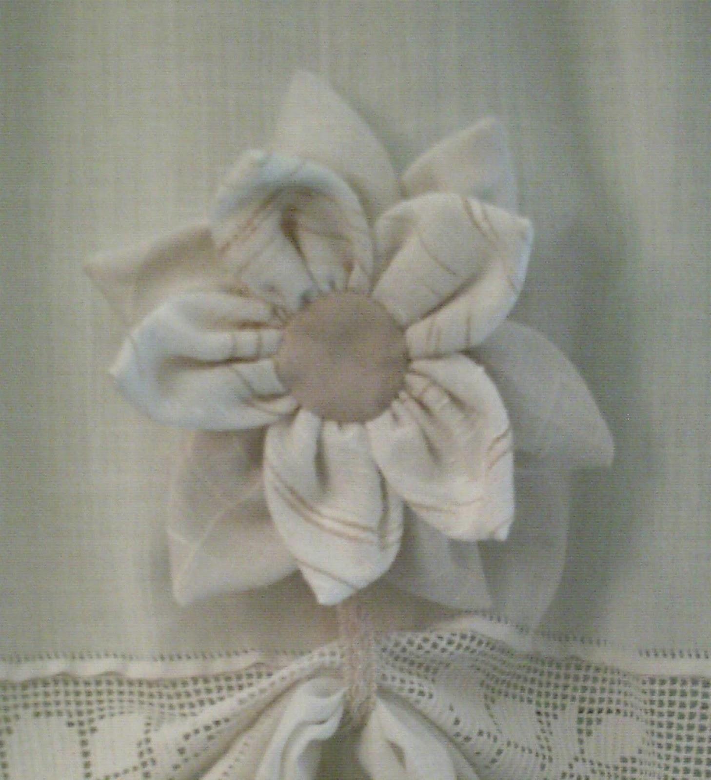 Idee in atelier di liz fiori fermatenda stile shabby chic for Fiori di stoffa shabby chic