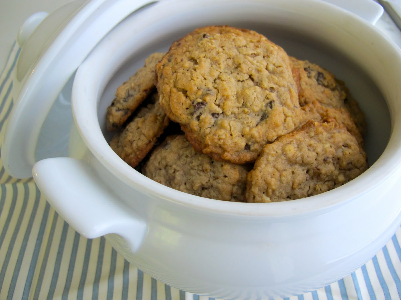 ... Peanut Butter Oatmeal & Chocolate Chip Cookies Recipe | Weekend Food