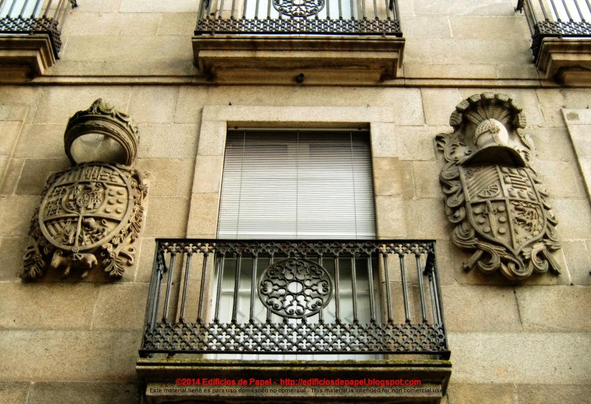 Escudos en la fachada