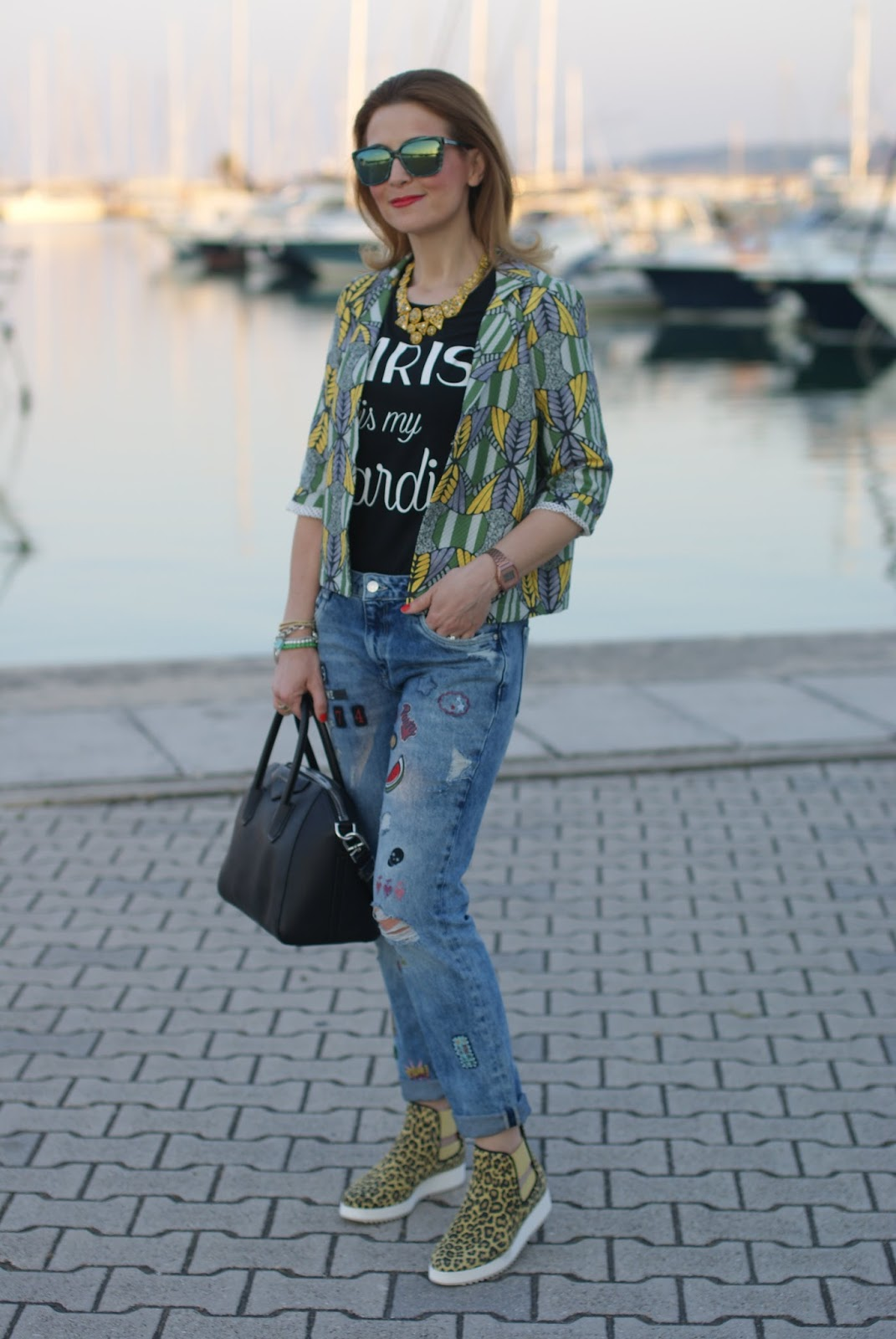 181 leopard sneakers, Zara patch jeans on Fashion and Cookies fashion blog, fashion blogger style