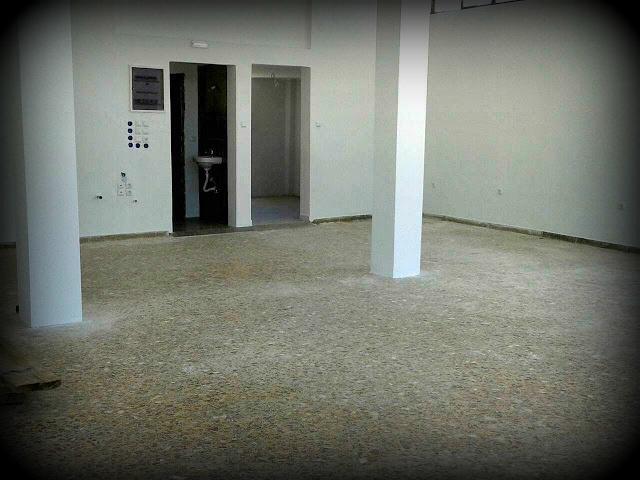 Ενοικιάζεται κατάστημα  120 τ.μ σε οικόπεδο 4 στρεμμάτων στην πύλη του Στρατοπέδου Θηβών