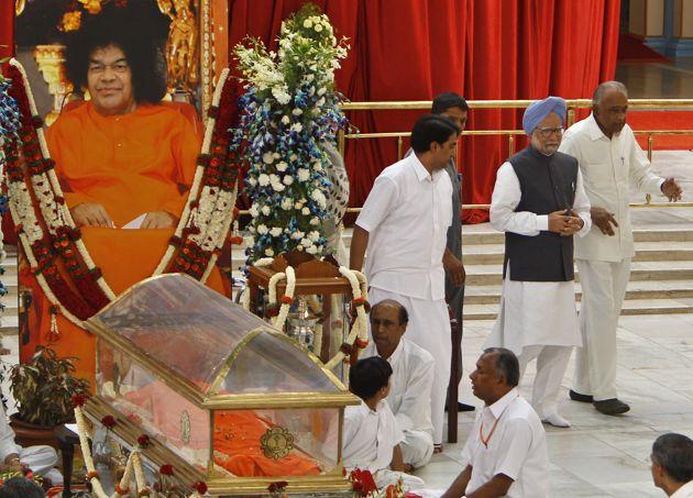manmohan singh in sathya sai baba funeral