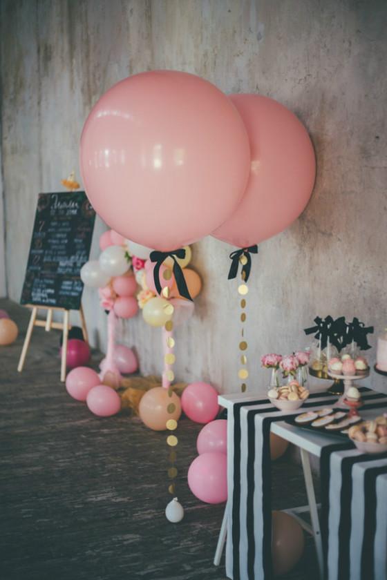 imagen_fiesta_cumpleaños_confeti_globos_casa_local_mesa_dulces_fotocall