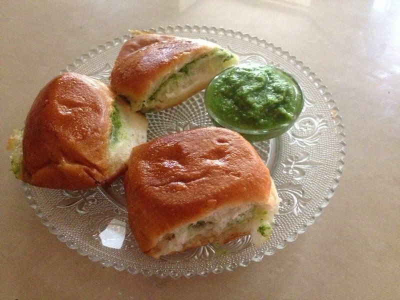 Chutney and Pav/ Green chutney and bread roll