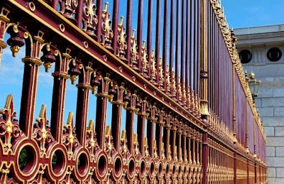 pagar besi rumah paling mewah elegan mahal seperti istana