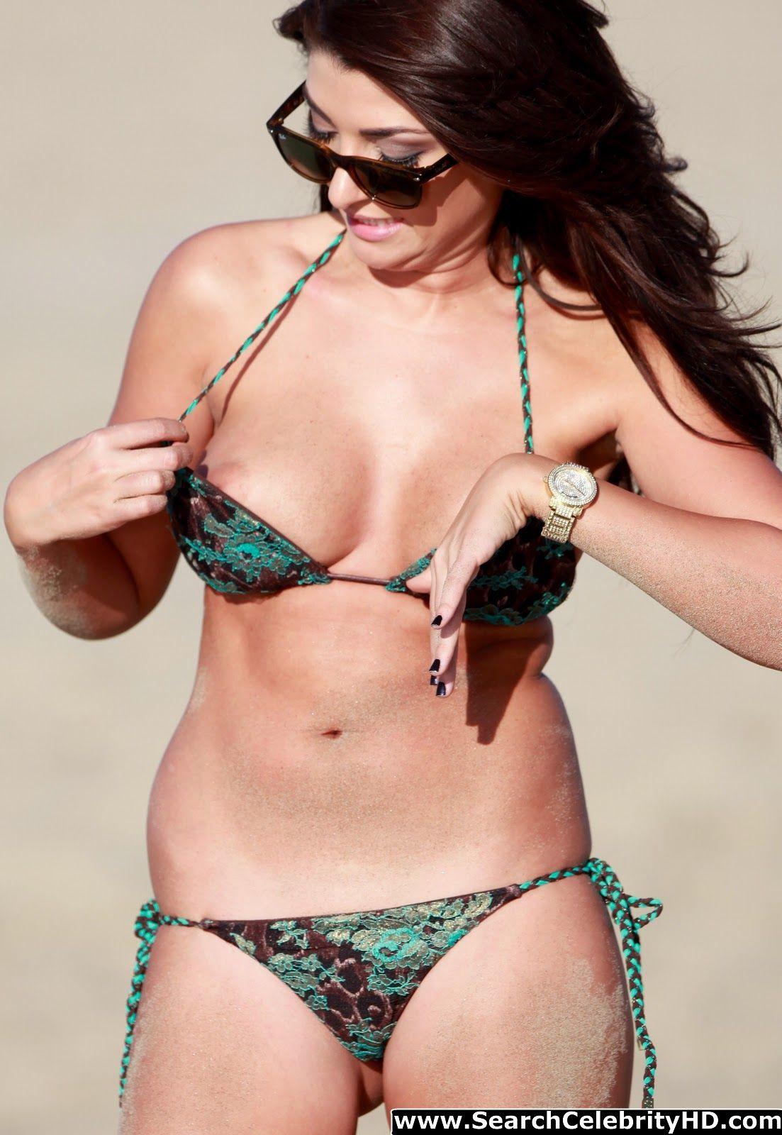 http://4.bp.blogspot.com/-7rG7ksNXKZw/UMyePszlnUI/AAAAAAAABkQ/GH6q6NlR2Dc/s1600/Brittney+Jones+Stated+Bikini+Candids+And+Revealing+Some+Nips-www.searchcelebrityhd.com-001+(17).jpg