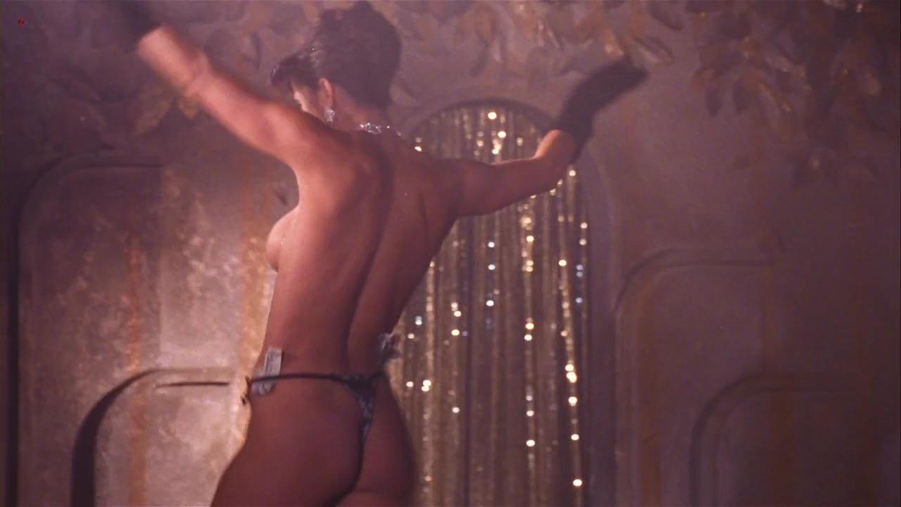 Demi moore naked pics in her movie strip tease