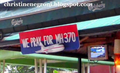 MH+370+sympathy+signs+(3)-001.JPG