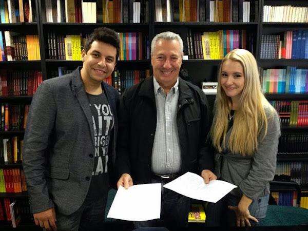 Raphael Draccon e Carolina Munhóz assinam com a Rocco, que prepara novo selo de literatura fantástica