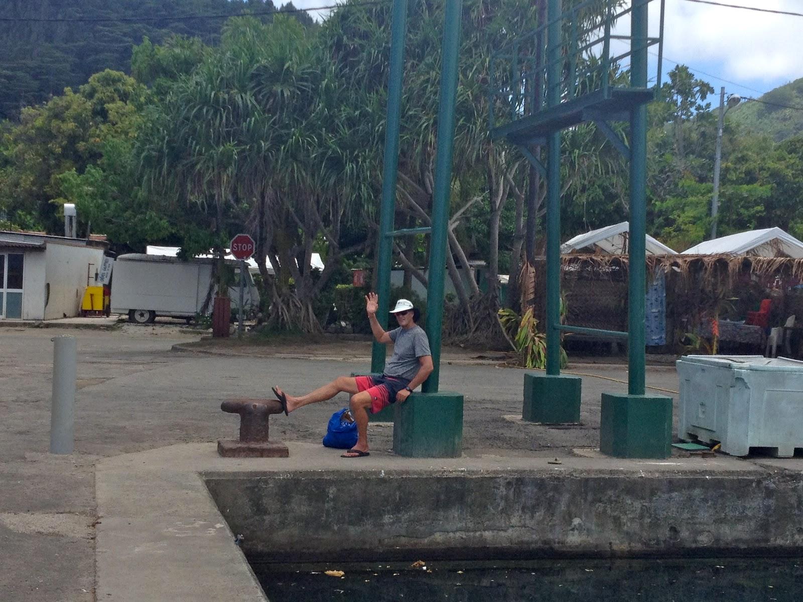 Gal Meets Globe Tahiti Islands French Polynesia Nov 7 14 2012