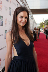 Katie Holmes se suelta la melena!