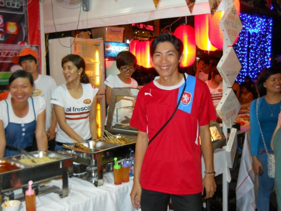 Đỗ Phú Tài tham gia hội chợ ẩm thực