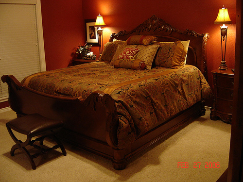 Simple master bedroom decorating ideas 5 small interior for Simple master bedroom designs pictures