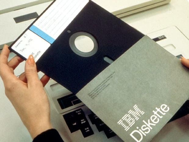 Resultado de imagem para imagens de disquetes gigantes