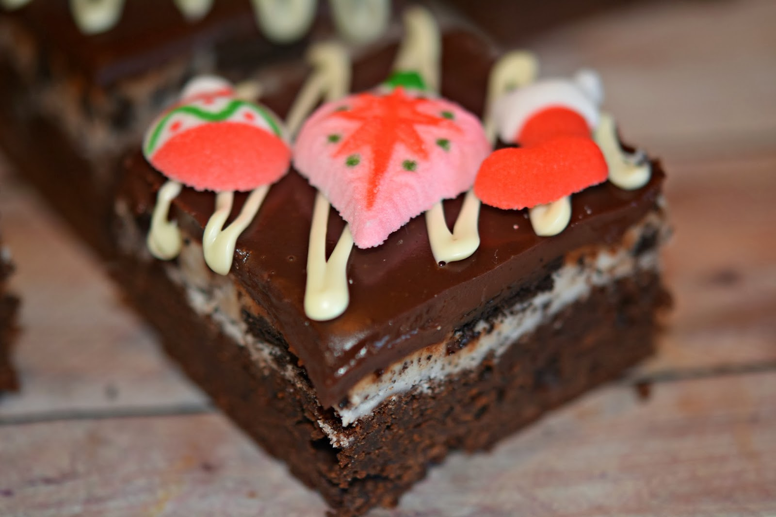 OREO BUTTERCREAM BROWNIES TOPPED WITH GANACHE