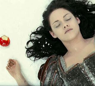 """Kristen Stewart em cena de """"Branca de Neve e o Caçador"""""""