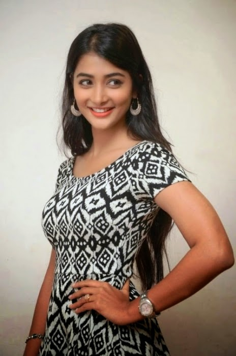 Pooja Hegde Latest Sizzling Stills