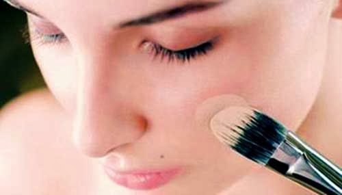 aplicar base de maquillaje equivocada