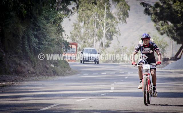 Mountain Terrain Biking, Himachal Pradesh 2011 - Day 3 - Tani Jubber to  Kullu Sarhan : riding on main highway during free ride towards second stage of third day - Himachal Pradesh Mountain Terrain Biking 2011
