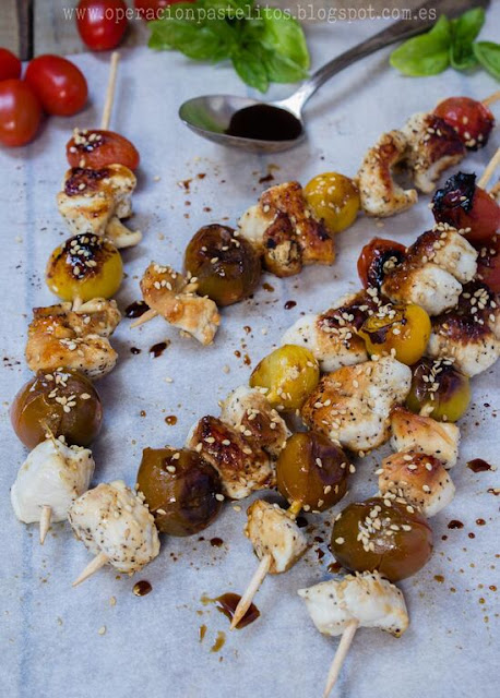 brochetas-pollo-tomates-cherry