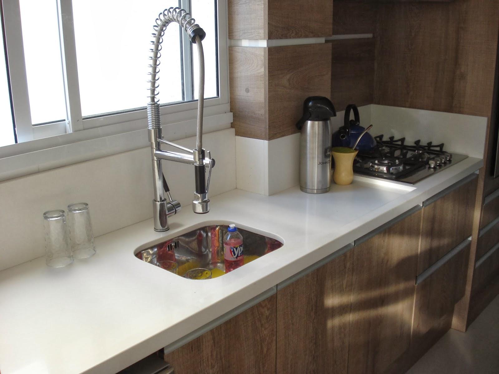 Cozinha de Silestone Branco Marmoraria MPK #5D4735 1600 1200