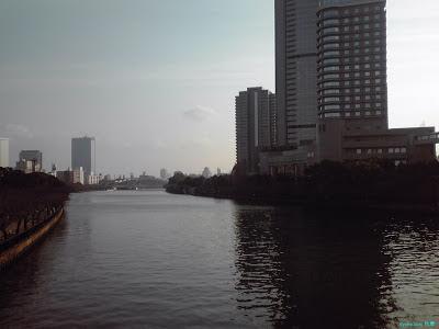 淀川の向こうの大阪城