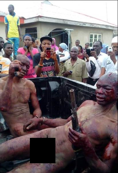 See How an Angry Mob Mercilessly Beat Up Armed Robbers Caught In Ogun State